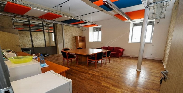 OFICINAS EN INCUBADOR DIGITAL EN NEVERS: INKUB